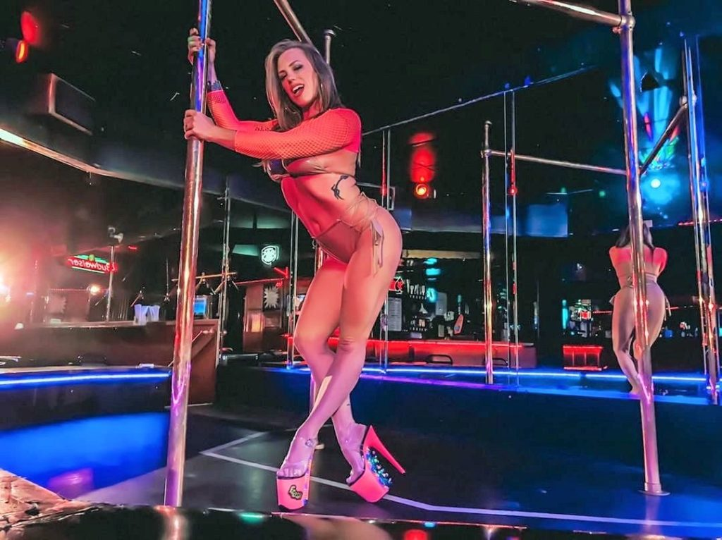 AM Davies pole dancer the queen of sexy amputee yesastripper color